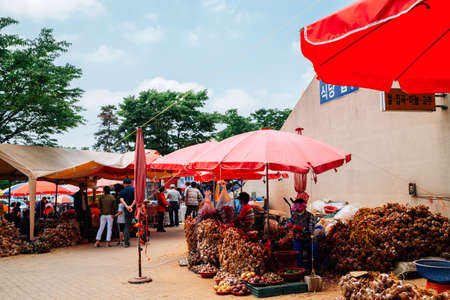 Incheon, Korea - June 7, 2020 : Ganghwa Pungmul market, Korean traditional market Redactioneel