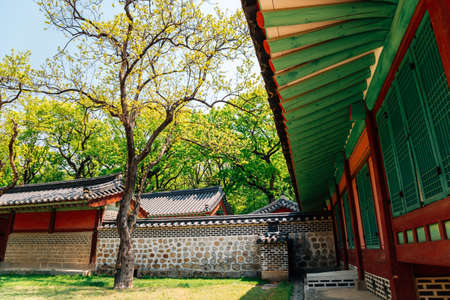 Korean traditional architecture with summer green trees at Jongmyo Shrine in Seoul, Korea 스톡 콘텐츠 - 152232206