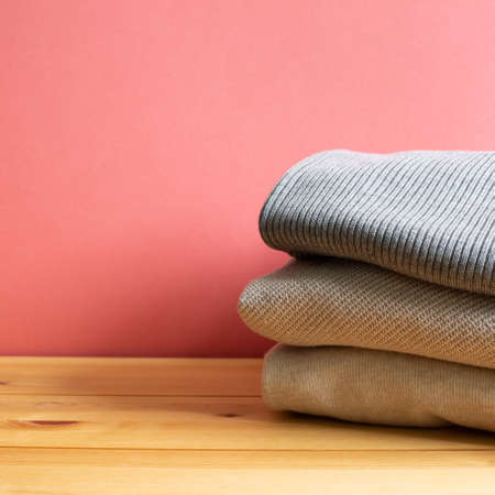 Pile of warm sweater clothes on wooden table. Autumn and winter concept. with copy space 免版税图像 - 152694543