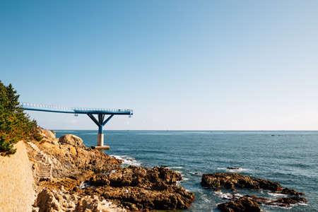 Cheongsapo Daritdol skywalk and blue sea in Busan, Korea 免版税图像