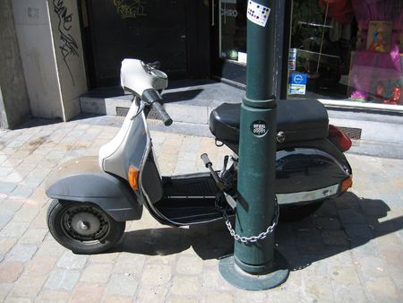 breen: Scooter chained to post on street Stock Photo