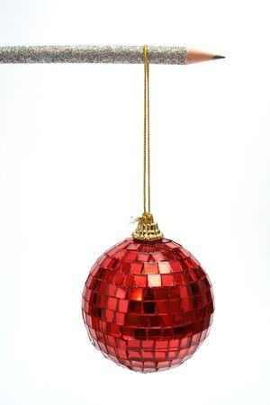 La esfera del Year nuevo cuelga en un l�piz