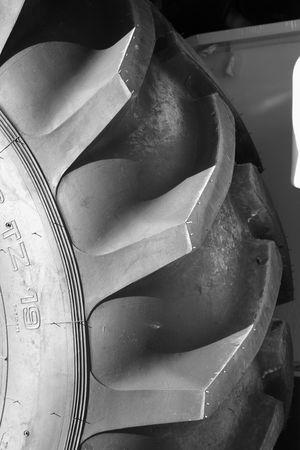 Canse la cubierta de una rueda del tractor del caucho negro, (las im�genes similares de la mirada en mi lista) Foto de archivo