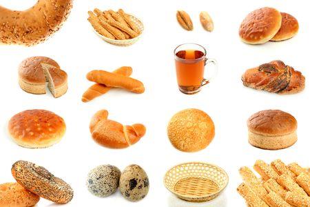 Varios tipos de pan reci�n horneado y los ingredientes  Foto de archivo