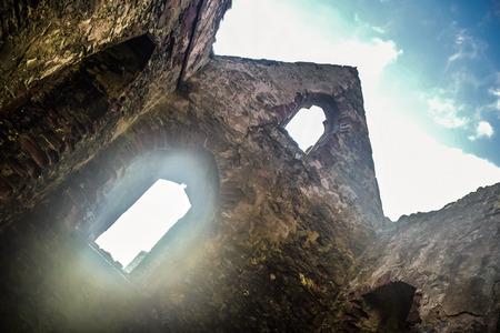 聖パトリック教会ヴァイキングによって構築されたマン島のピール ピール城の中で台無しにされました。 報道画像