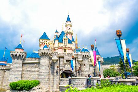 홍콩 디즈니 랜드 - 2015 년 5 월 : 홍콩 디즈니 랜드에서 잠자는 숲의 아름다움 stock photography 홍콩 디즈니 랜드 -