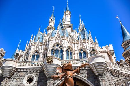 CHIBA, JAPAN: Vue du château de Cendrillon Disneyland à Tokyo Banque d'images - 80665507