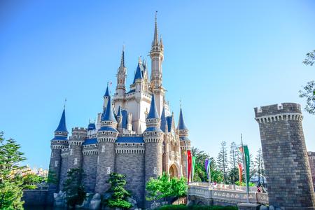 CHIBA, JAPAN: View of Tokyo Disneyland Cinderella Castle 版權商用圖片 - 80665512