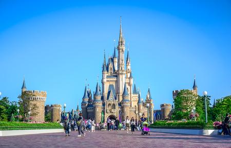 CHIBA, JAPAN: View of Tokyo Disneyland Cinderella Castle Publikacyjne