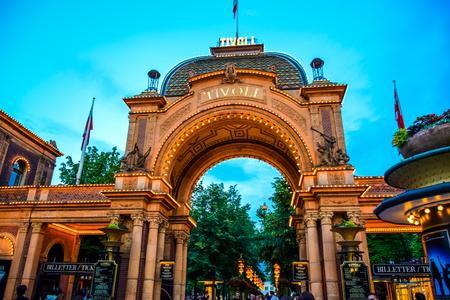 COPENHAGEN, DENEMARKEN: Tivoli Park, een beroemd pretpark en pleziertuin in Kopenhagen, Denemarken