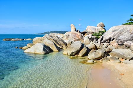 岩が多い海岸ビーチ ホアヒン Ta をヒンヤイ、サムイ島、タイで有名なランドマーク 写真素材