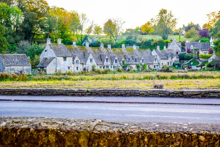 Beautiful old village of Bibury in Cotswold district in Gloucestershire, England, United Kingdom 免版税图像 - 111605865
