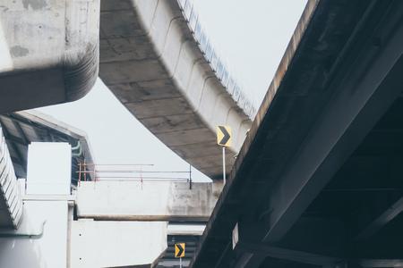 Vue aérienne sur le viaduc de l'autoroute à Bangkok, Thaïlande