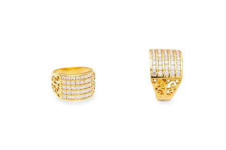 yellow gold  diamond ring with on the white background Zdjęcie Seryjne