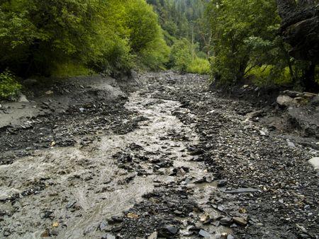 Big boue risques d'avalanche. Beaucoup de boue sur la route. G�orgie Swanetia.