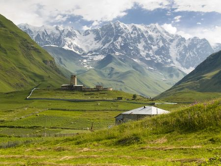 swanetia: View on ushguli village and beauty big Shkhara mountain - Georgia, Swanetia