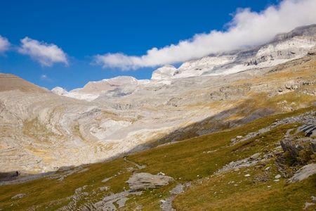 Small mountain path to Mountain Perdido - Ordesa National Park. Pyrenees Spain. Stock Photo - 6814533