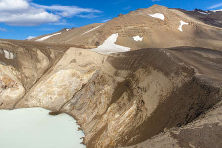 crater highlands: Vitio de lago grande y profunda geot�rmica cerca de Askja - Islandia