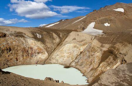 crater highlands: Lago geot�rmico de vitio cerca de Askja en el Interior de Islandia
