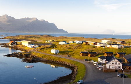 Village de p�cheurs de beaut� islandais petit - Djupivogur Banque d'images