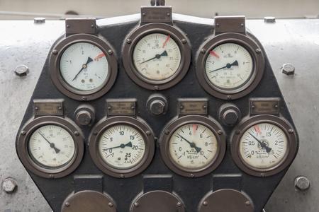 turbina de vapor: Man�metros de turbina de vapor. Foto de archivo