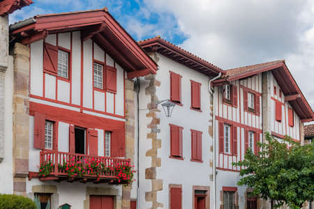 Typical houses in the village of Ainhoa in the Basque country Banque d'images