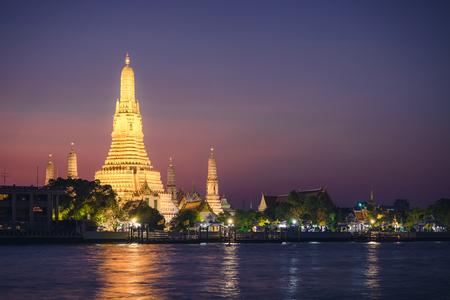 Wat arun temple au crépuscule à Bangkok, Thaïlande, Asie du sud-est Banque d'images