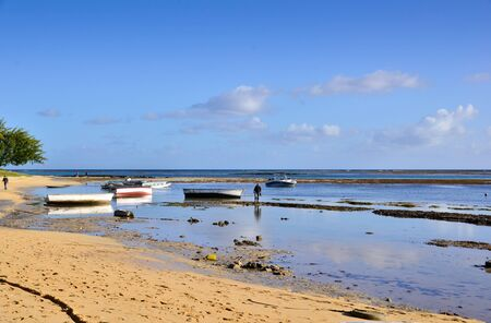 low  tide: Low tide in Bain boeuf, Mauritius