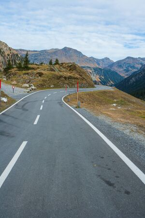 Mountain pass road in the alps in autumn with a beautiful view to the surrounding hilltops Stok Fotoğraf