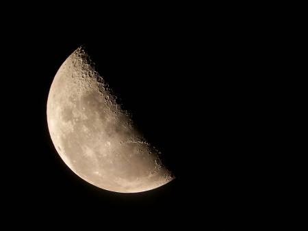 gravity: Half Moon