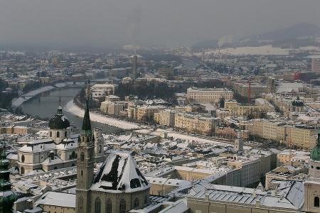 Panoramic view of Salzburg in winter Stock Photo - 14969182