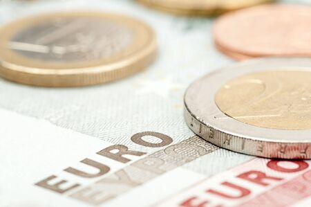 Close-up van euro-munten en bankbiljetten