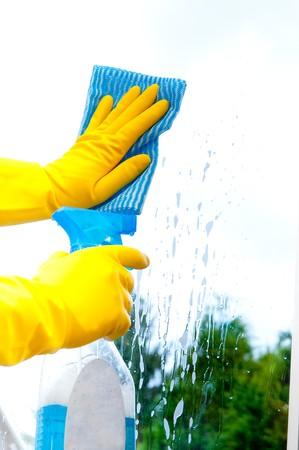 productos de limpieza: Esponja y limpiador de limpieza de ventanas