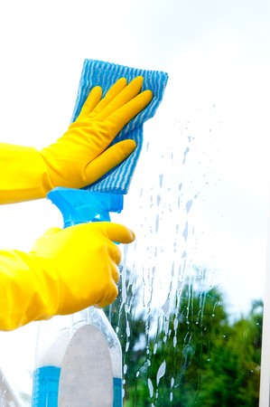 spring cleaning: Window-cleaning sponge and cleaner