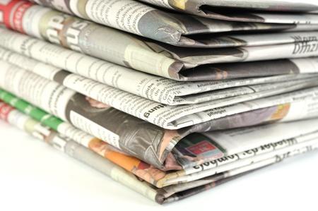 mit: Stapel mit Tageszeitungen