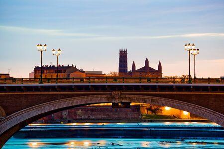 des: Pont des Catalans bridge at sunrise in Toulouse, southern France