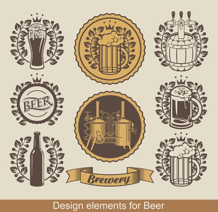 cerveza: conjunto de cerveza emblema con corona de laurel Vectores