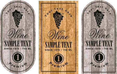 set di etichette di vini con uve sullo sfondo di tavole di legno