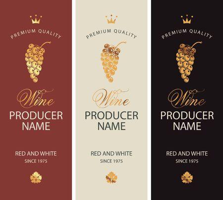 Zestaw dwóch etykiet wektorowych do czerwonego i białego wina ze złotymi kiściami winogron, koronami i kaligraficznymi napisami w stylu retro Ilustracje wektorowe