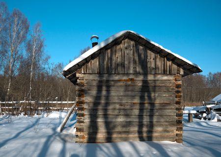 badhuis: Weinig plattelands Russische bathhouse in de snowy dorp