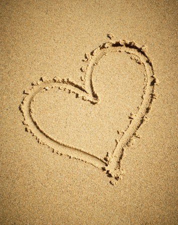 Heart drawn on sand. Stock Photo - 7283197