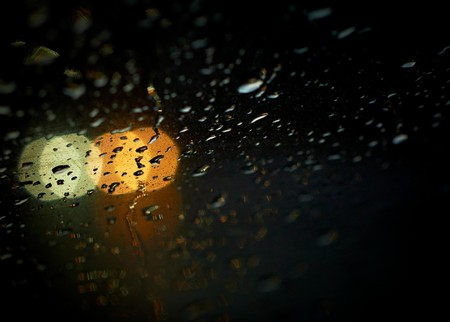 Rain drops with bokeh effect in the night city. Stock Photo - 7343541