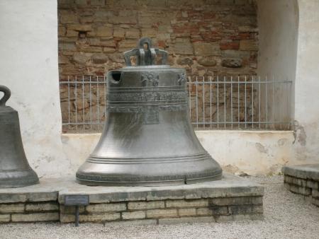 novgorod: Antique bell - Novgorod Kremlin, Novgorod, Russia