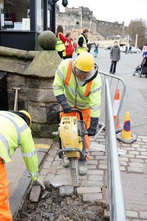 presslufthammer: Stra?e Reparaturarbeiten mit Presslufthammer Editorial
