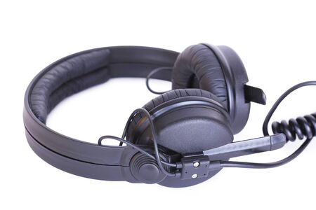 audifonos dj: Dj auriculares, primer plano sobre fondo blanco