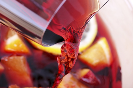 Runnung red wine, cooking process of Sangria