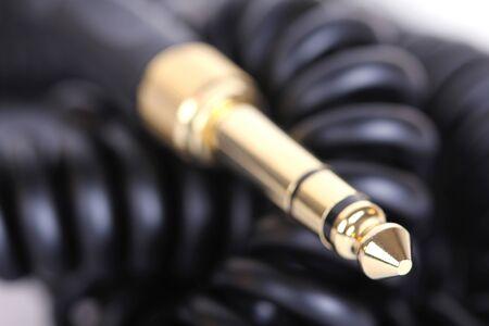 audifonos dj: Espiral Dj auriculares cable closeup