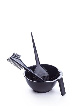 tinte cabello: Herramientas para la peluquer�a, primer plano sobre fondo blanco