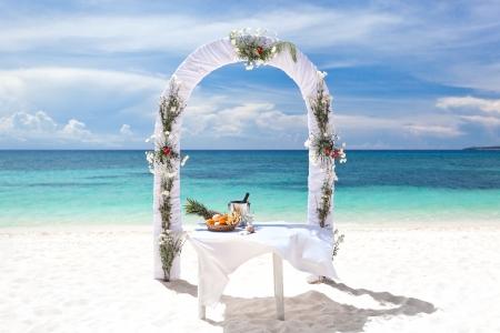 bahamas celebration: Beautiful wedding arch on tropical beach, nobody. Travel wedding Stock Photo