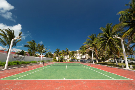 tenis: Pista de tenis al aire libre vacía Foto de archivo